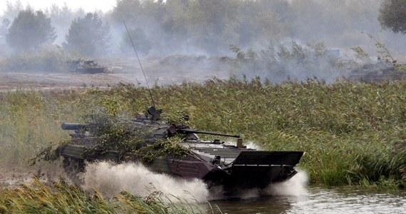 Trzech ukraińskich żołnierzy zginęło, a dziewięciu zostało rannych w piątek rano podczas eksplozji na ćwiczeniach na poligonie w okolicach Równego - podało Ministerstwo Obrony Ukrainy. Według wstępnych ustaleń wybuchł moździerz.
