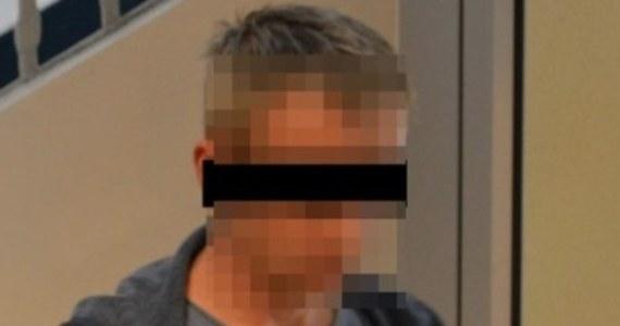 Opolscy policjanci zatrzymali 40-latka podejrzanego o napaść i usiłowanie gwałtu na pracownicy sklepu w centrum miasta. Mężczyzna był pijany. Usłyszał już zarzuty i przyznał się do winy. Grozi mu do 12 lat więzienia - poinformowała w piątek opolska policja.