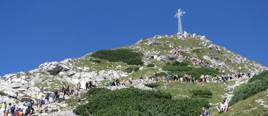 Cztery osoby zostały rażone piorunem pod Giewontem w Tatrach. Wszyscy trafili do szpitala w Zakopanem. W najgorszym stanie jest turystka z Litwy.