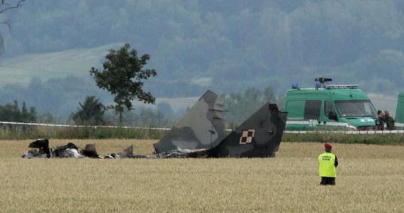 Trwa wyjaśnianie okoliczności katastrofy wojskowego MIG-a 29, który w nocy rozbił się pod Pasłękiem w Warmińsko-Mazurskiem. Maszyna spadła na pole uprawne, zginął pilot. Jak dowiedzieli się dziennikarze śledczy RMF FM, 33-letni porucznik zgłaszał problemy techniczne.