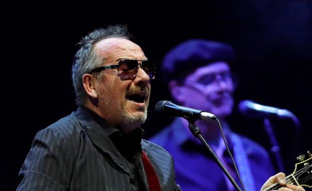 """Brytyjski muzyk rockowy, piosenkarz i kompozytor Elvis Costello odwołał resztę letniego tournee po Europie. Informację o tym podała agencja Associated Press. Brytyjski wokalista i autor tekstów poinformował, że """"potrzebuje czasu, by odzyskać siły po operacji""""."""