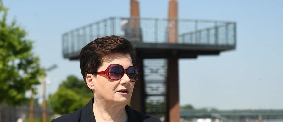 Komisja weryfikacyjna wezwała na czwartek na przesłuchanie na zasadach ogólnych prezydent stolicy Hannę Gronkiewicz-Waltz - wynika z informacji przekazanych PAP. Ponadto komisja ma się zająć w najbliższych dniach reprywatyzacją nieruchomości przy Lutosławskiego 9, Jagiellońskiej 27 oraz Mokotowskiej 40.