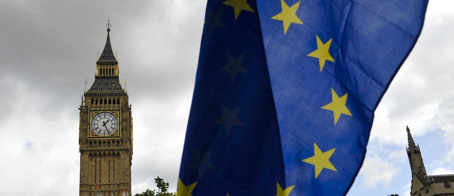 Brytyjski rząd przedstawi w najbliższym tygodniu propozycję przyszłej relacji Wielkiej Brytanii z Unią Europejską opartą na wspólnym rynku dóbr i partnerstwie celnym ze Wspólnotą - wynika z deklaracji przyjętej po wyjazdowym posiedzeniu gabinetu w Chequers.