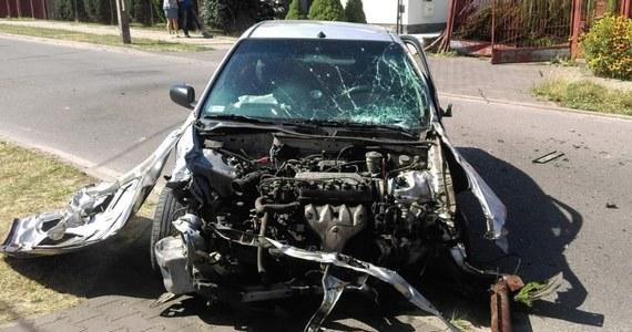 29-latek jadąc w piątkowe popołudnie ulicami Łodzi rozbił w sumie trzy samochody i uderzył w dwie bramy. Został zatrzymany przez świadka zdarzenia. Okazało się, że jest nietrzeźwy. Policjanci nie wykluczają, że był też pod wpływem narkotyków.