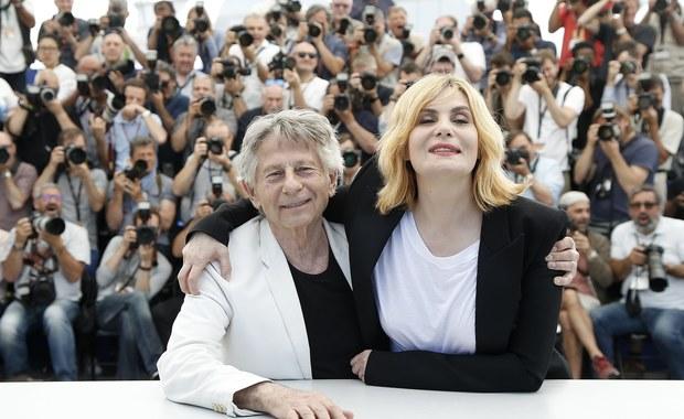 Francuska aktorka Emmanuelle Seigner, prywatnie żona reżysera Romana Polańskiego, odrzuciła propozycję członkostwa wystosowaną przez Amerykańską Akademię Sztuki i Wiedzy Filmowej na znak protestu wobec sposobu, w jaki Akademia potraktowała jej męża.