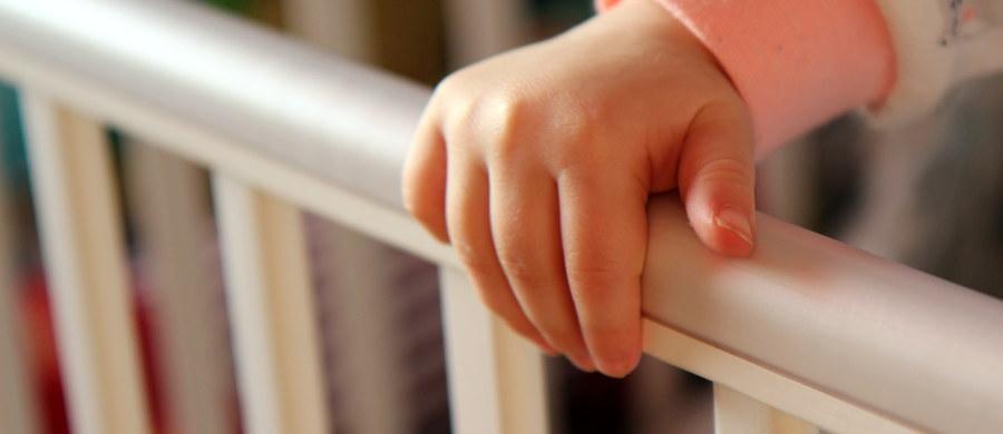 Władze Indii poinformowały o zamknięciu domu prowadzonego przez Zgromadzenie Matki Teresy z Kalkuty i postawieniu zarzutu handlu dziećmi jednej z sióstr. Schronienie znajdowały tam niezamężne kobiety w ciąży. Narodzone dzieci miały być sprzedawane bezdzietnym parom. Rzecznik policji przyznał, że wiadomo o co najmniej pięciu takich przypadkach.