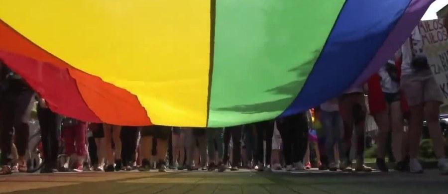 Częstochowska policja dostała zawiadomienie ws. znieważenia polskich symboli narodowych. Złożył je świadek obserwujący niedzielny marsz równości – podała rzeczniczka tamtejszej policji podkom. Marta Ladowska.