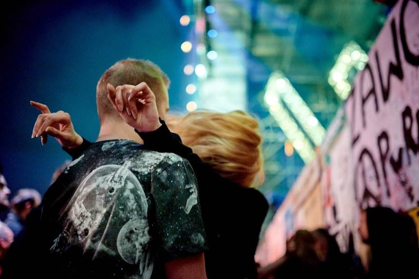 """""""Nie możemy przystać na to, że nagle, w opinii Policji, uczestnicy naszego Festiwalu to ludzie owładnięci żądzą agresji, nienawiści, odurzeni alkoholem i narkotykami, skupisko wszelkiego zła"""" - denerwuje się Jurek Owsiak, który zapowiada odwołanie po decyzji policji o uznaniu Pol'And'Rock Festival imprezą podwyższonego ryzyka."""