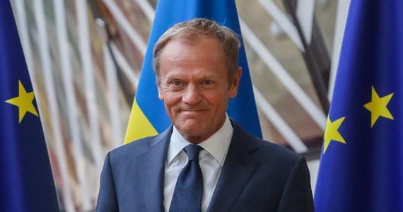 Politycy przychodzą i odchodzą, ale problemy, które stworzyli dla ludzi pozostają - oświadczył szef Rady Europejskiej Donald Tusk w reakcji na rezygnację dwóch członków brytyjskiego rządu: szefa MSZ Borisa Johnsona oraz ministra ds. Brexitu Davida Davisa.