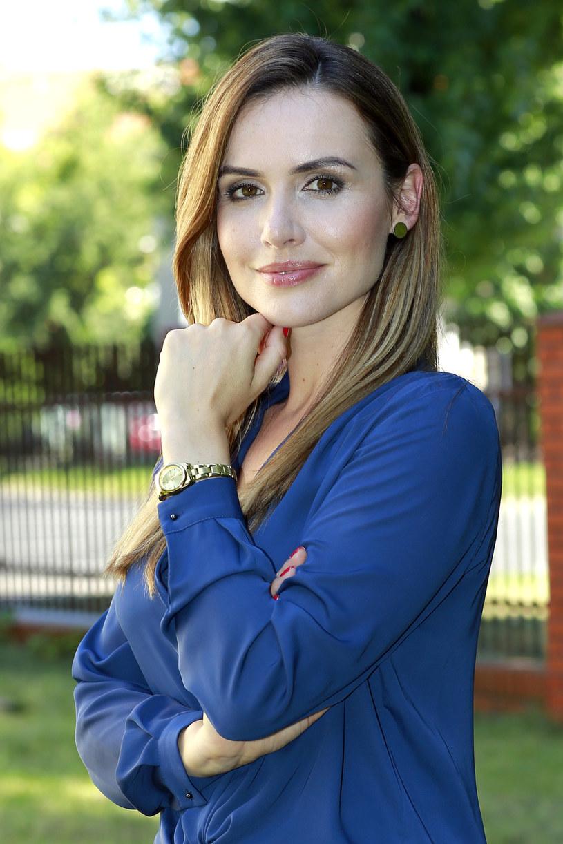 """W 9. sezonie serialu TVP2 """"O mnie się nie martw"""" pojawi się Marta Żmuda Trzebiatowska. Wcieli się w rolę Moniki Kuczyńskiej - atrakcyjnej i błyskotliwej dziennikarki, skrywającej rodzinną tajemnicę związaną z Markiem Kaszubą."""