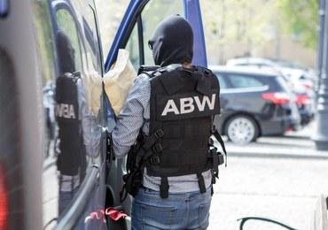 ABW zatrzymała na Okęciu szefa grupy wyłudzającej VAT w ramach mafii paliwowej