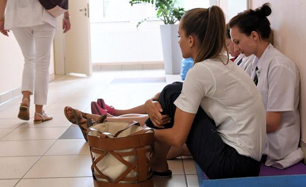 Pielęgniarki w szpitalu klinicznym nr 4 w Lublinie kontynuują rozpoczęty w poniedziałek strajk. Domagają się podwyżek płac. Dotychczasowe rozmowy z dyrekcją nie przyniosły porozumienia. Kolejne mają się odbyć w środę rano.