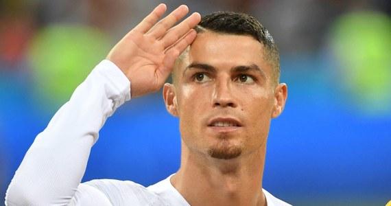 """Cristiano Ronaldo podpisał kontrakt z włoskim klubem Juventus Turyn - informuje agencja Reutera. """"Madryt zawsze będzie twoim domem"""" - napisano w komunikacie na pożegnanie 33-letniego rekordzisty pod względem liczby bramek dla """"Królewskich""""."""