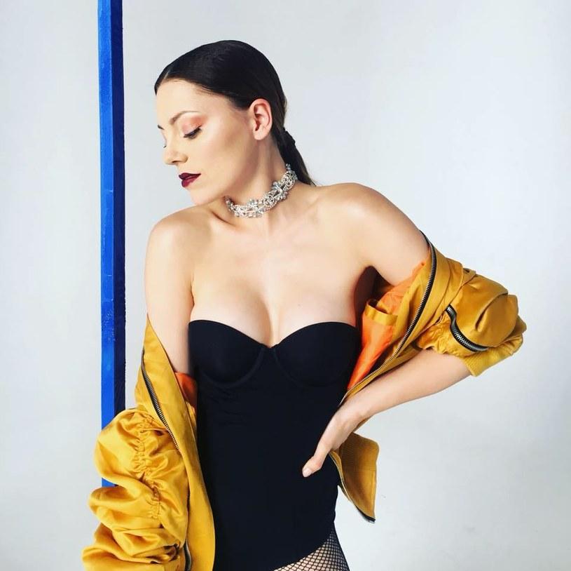"""Pamiętana z siódmej edycji """"Must Be The Music"""" i udziału w """"X Factor"""" Paulina Czapla prezentuje swój teledysk do singla """"Twój talizman""""."""