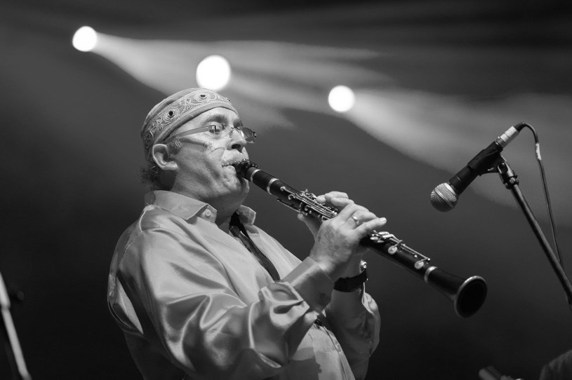 W nocy z wtorku na środę (10/11 lipca) zmarł Jacek Mazur, krakowski muzyk sceny jazzowej, przez lata związany z Jazz Band Ball Orchestra.