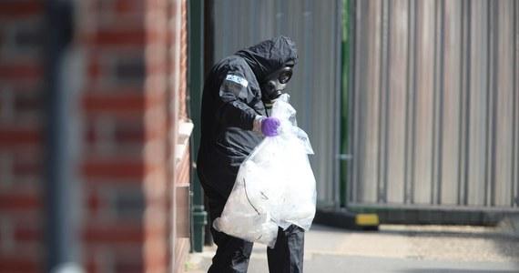 Nowiczok może być niebezpieczny nawet przez 50 lat – ostrzega szef departamentu ds. walki z terroryzmem Scotland Yardu. Neil Basu spotkał się z mieszkańcami brytyjskiego miasteczka Amesbury, gdzie przed 10 dniami znaleziono nieprzytomną parę. 44-letnia kobieta zmarła w wyniku zatrucia śmiercionośną substancją chemiczną. Jej 45-letni partner odzyskał wczoraj przytomność.
