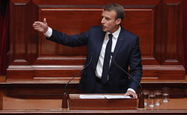 Prezydent Francji Emmanuel Macron z małżonką Brigitte będzie kibicował 15 lipca rodakom w finałowym meczu piłkarskich mistrzostw świata w Rosjii. Marcon obejrzał we wtorek półfinałowe spotkanie w St. Petersburgu, w którym Francja zwyciężyła Belgię 1:0.