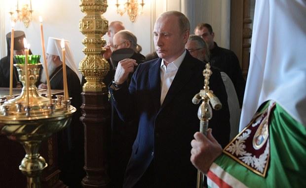 Prezydent Francji Emmanuel Macron spotka się w Moskwie z prezydentem Rosji Władimirem Putinem podczas wizyty w rosyjskiej stolicy z okazji finału mistrzostw świata w piłce nożnej – poinformowała agencja RIA Nowosti. Przedstawiciel Kremla potwierdził, iż są planowane kontakty Putina z Macronem, który zamierza przylecieć do Rosji na finał mundialu.