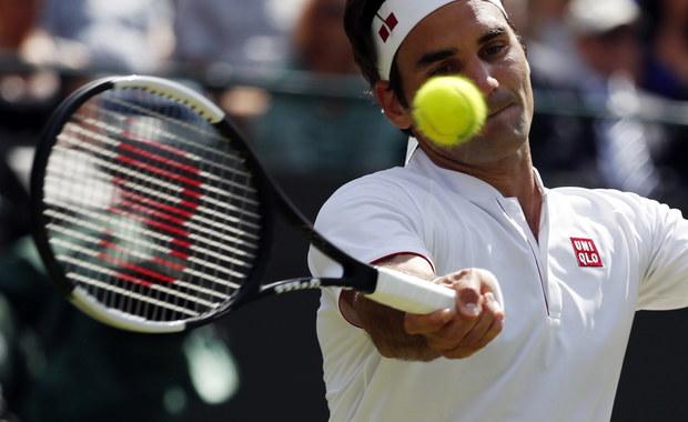"""Broniący tytułu i rozstawiony z """"jedynką"""" Szwajcar Roger Federer odpadł w ćwierćfinale wielkoszlemowego Wimbledonu. Walczący o rekordowy dziewiąty triumf w Londynie tenisista przegrał z Kevinem Andersonem z RPA 6:2, 7:6 (7-5), 5:7, 4:6, 11:13."""