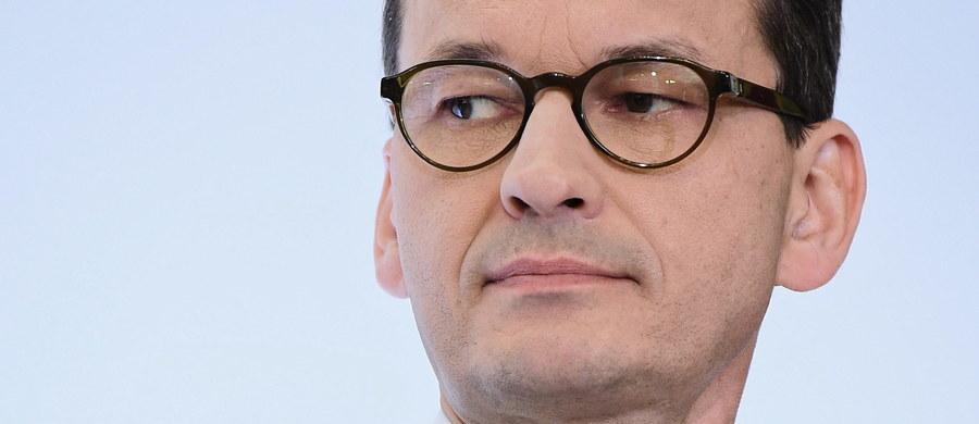 """Gdybym uwierzył w połowę tego złego, co w czasie ubiegłotygodniowej debaty w Parlamencie Europejskim w Strasburgu o Polsce mówiono, pewnie bym poprosił o azyl i do """"niedemokratycznej"""" i """"niepraworządnej"""" Ojczyzny nie wrócił. Na szczęście wiem, jak jest naprawdę, i napuszone, chwilami aroganckie i bezczelne uwagi, które kierowano pod adresem premiera Mateusza Morawieckiego, nie zrobiły na mnie szczególnego wrażenia. To znaczy nie zrobiły na mnie wrażenia, jeśli chodzi o mój kraj, bo jeśli chodzi o Unię Europejską, to już było nieco inaczej. W kontekście europejskim było to wrażenie bardzo smutne."""