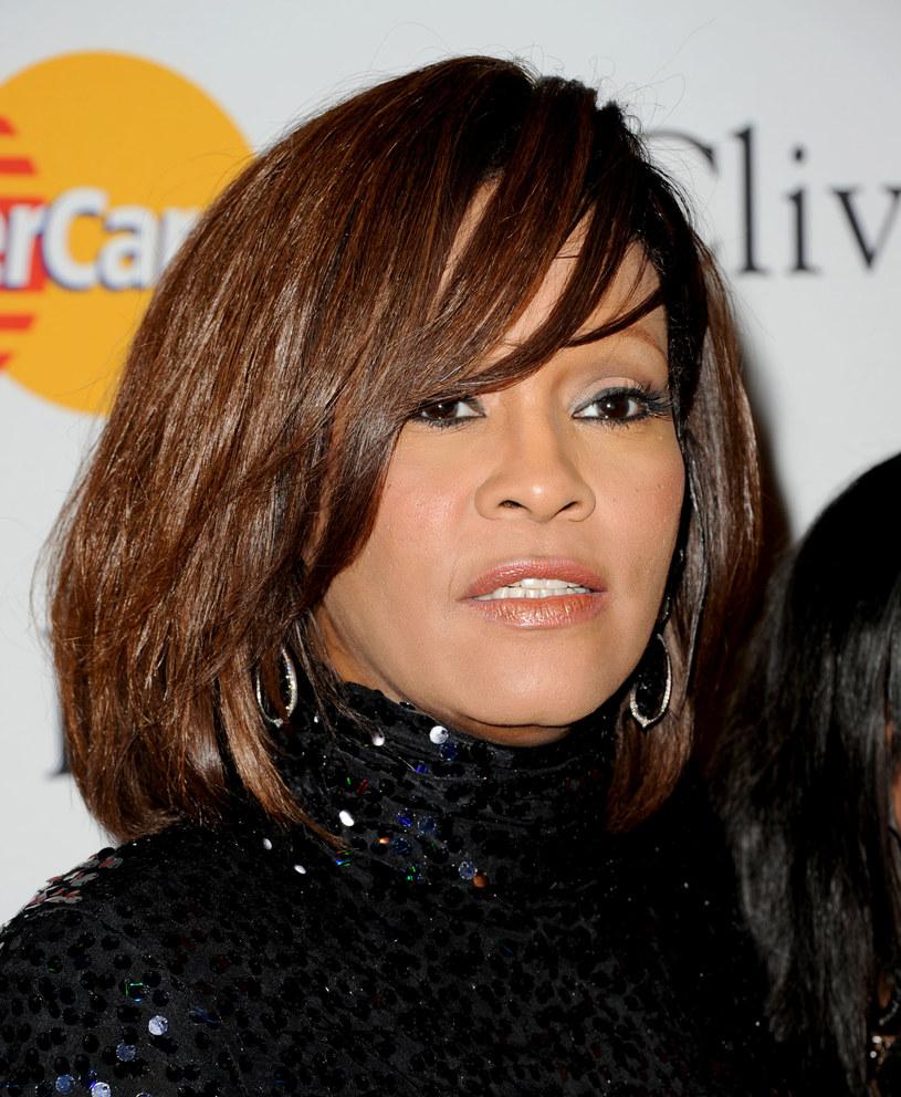 """Cissy Houston i Dionne Warwick wystosowały specjalne oświadczenie po premierze filmu dokumentalnego """"Whitney"""", który miał premierę 6 lipca. Kobiety zarzucają twórcy produkcji niepotrzebne nakręcanie afery wokół gwiazdorskiej rodziny."""