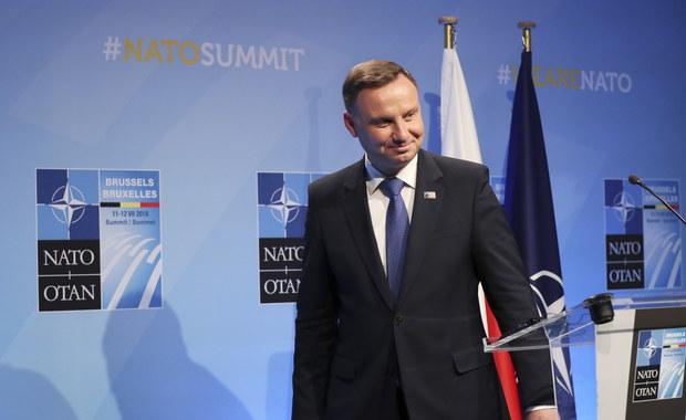 W trakcie rozmów z Donaldem Trumpem wspomnieliśmy o mojej wizycie w Waszyngtonie - poinformował po zakończonym szczycie NATO w Brukseli prezydent Andrzej Duda. Dodał, że wizyty najprawdopodobniej odbędzie się we wrześniu, a w tej chwili trwają ostatnie ustalenia w tej sprawie.