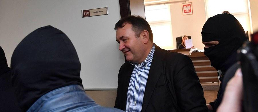 Poseł Platformy Obywatelskiej Stanisław Gawłowski po godzinie 16 opuścił areszt. Sąd oddalił zażalenie prokuratury, która próbowała zablokować wyjście polityka na wolność.