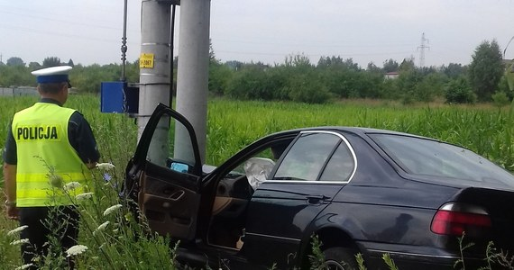 Kierowca BMW, który nie zatrzymał się do kontroli drogowej, popełnił podczas ucieczki 13 wykroczeń. Należą się za nie 72 punkty karne. Ze wstępnych ustaleń policji wynika, że 27-letni mężczyzna był pod wpływem amfetaminy. Grozi mu nawet 5 lat więzienia.