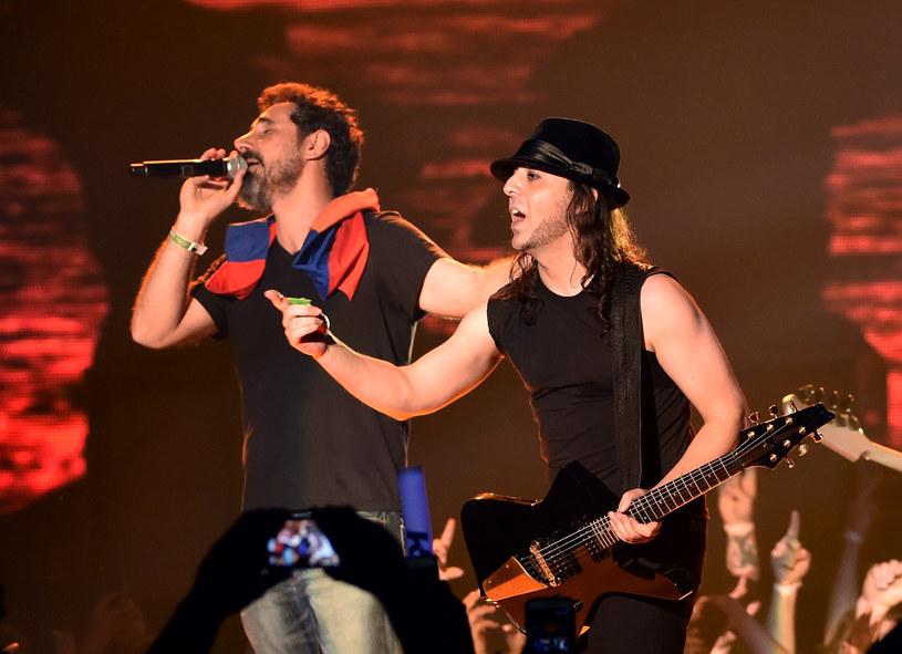 Seria dobrze przyjętych koncertów System Of A Down dała nadzieję na nowy album tej amerykańskiej formacji. Ostatnie wpisy muzyków jednak sugerują, że zespół jest na krawędzi rozpadu.
