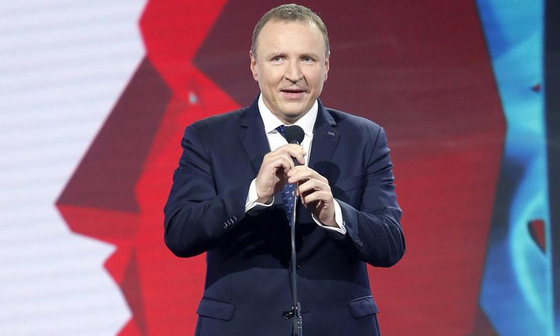 Juliusz Braun, były prezes Telewizji Polskiej, a obecnie członek Rady Mediów Narodowych zarzucił kłamstwo prezesowi TVP Jackowi Kurskiemu. Na ripostę nie trzeba było długo czekać. O co chodzi w tym sporze?