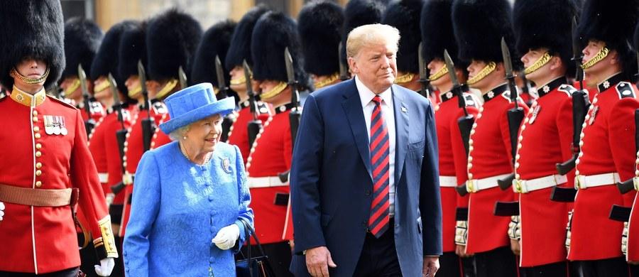 Amerykański prezydent Donald Trump spotkał się w piątek z brytyjską królową Elżbietą II. Został przyjęty na zamku w Windsorze, choć jego podróż do Wielkiej Brytanii nie miała formalnie statusu pełnej wizyty państwowej.