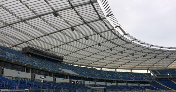 W najbliższym czasie zostaną przedstawione propozycje i rekomendacje zmian przepisów dot. bezpieczeństwa na stadionach - poinformowało PAP Ministerstwo Spraw Wewnętrznych i Administracji. Przyjęcie nowych regulacji resort zapowiedział w maju po zajściach na meczu Lech - Legia.