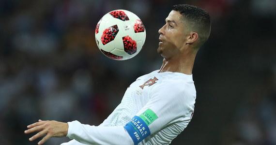 Transfer Portugalczyka Cristiano Ronaldo z Realu Madryt do Juventusu Turyn, który stał się faktem zaledwie w środę, już przynosi zyski piemonckim producentom. Hitem są lody CR7 oraz pizza Ronaldo. Oczywiście sprzedają się też klubowe koszulki z nazwiskiem piłkarza.