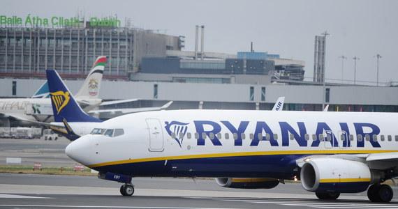 33 pasażerów irlandzkich niskobudżetowych linii Ryanair trafiło do szpitala, gdy ich samolot awaryjnie wylądował w piątek na lotnisku Frankfurt-Hahn z powodu nagłego spadku ciśnienia w kabinie pasażerskiej - poinformowała niemiecka policja w sobotę.