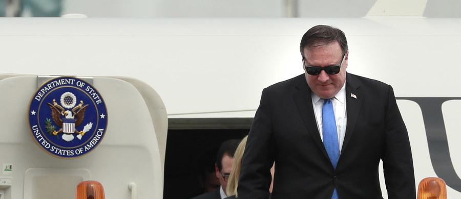 Przedstawiciele władz USA i Korei Północnej uzgodnili w niedzielę w Panmundżomie wznowienie poszukiwań szczątków amerykańskich żołnierzy poległych podczas wojny koreańskiej z lat 1950-1953 - powiadomił sekretarz stanu USA Mike Pompeo. Rozmowy mają być kontynuowane w poniedziałek.