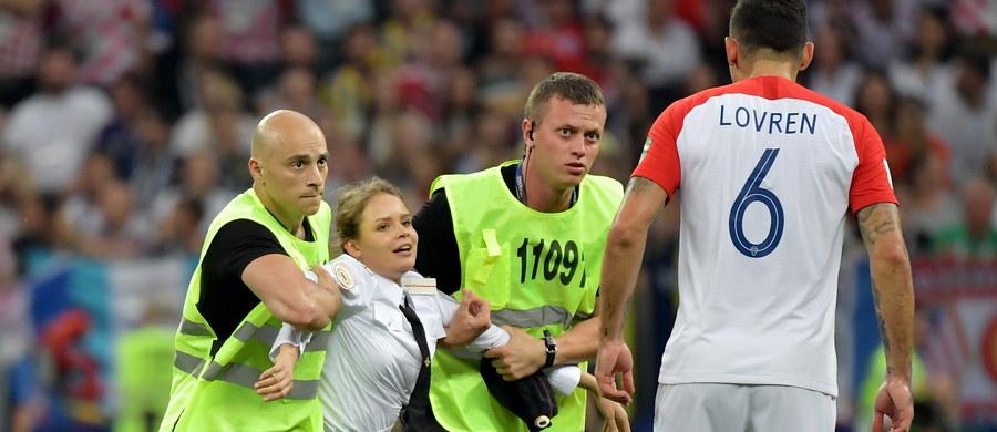Wtargnięcie na murawę stadionu Łużniki podczas finału piłkarskich mistrzostw świata członkiń grupy Pussy Riot, ubranych w policyjne uniformy, było pierwszym incydentem naruszającym bezpieczeństwo w trakcie trwającego pięć tygodni turnieju.