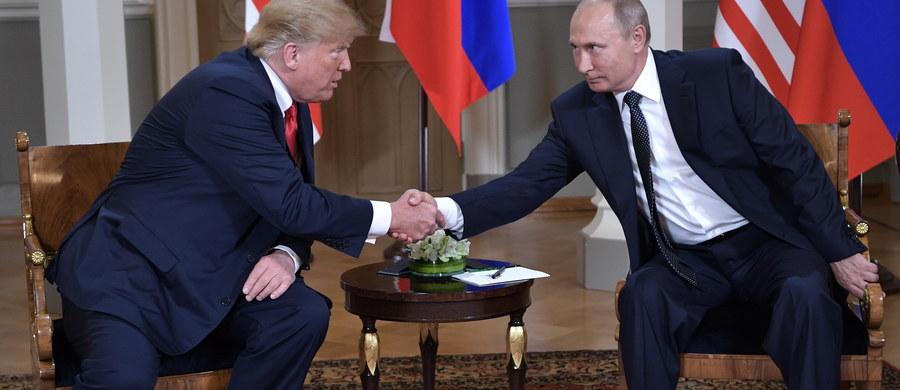 """Po prawie trzech godzinach zakończyło się spotkanie w cztery oczy prezydentów USA i Rosji - Donalda Trumpa i Władimira Putina. Trump powiedział, że rozmowa z rosyjskim przywódcą była """"dobrym początkiem"""". W tej chwili trwa część szczytu w poszerzonym składzie."""