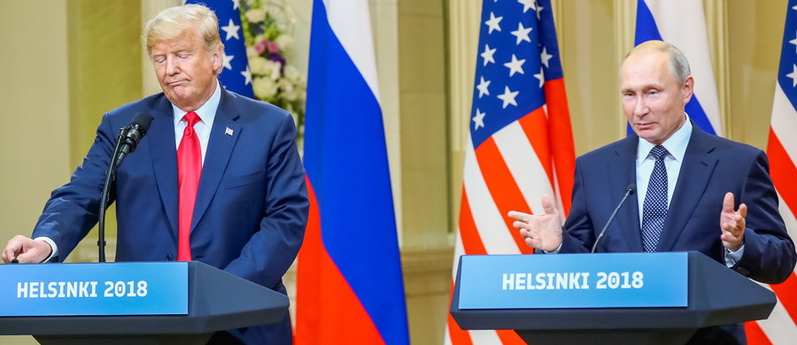 """Ponad dwie godziny trwało spotkanie w cztery oczy prezydenta USA Donalda Trumpa z prezydentem Rosji Władimirem Putinem. """"Rozmowy odbyły się w otwartej atmosferze, uważam je za sukces"""" - ocenił na konferencji prasowej rosyjski przywódca, który przemawiał pierwszy. Dodał, że obaj opowiadają się za """"przedłużeniem współpracy w sferze walki z terroryzmem""""."""