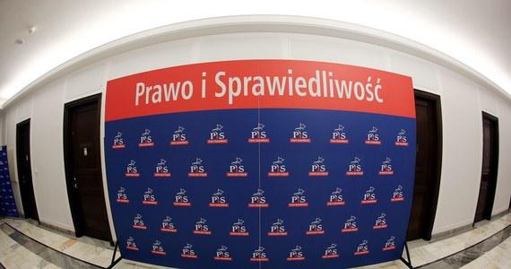Gdyby wybory do Sejmu odbyły się w lipcu, 34 proc. osób deklarujących gotowość wzięcia udziału w wyborach, zagłosowałoby na PiS, a 23 proc. na PO. W stosunku do ubiegłego miesiąca, partia rządząca odnotowała 7 punktów proc. spadku poparcia - wynika z sondażu Kantar Public.