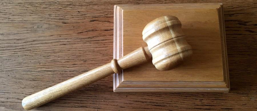 Kolejny problem z ustawą o Sądzie Najwyższym, tym razem związany z kalendarzem. Jeden z sędziów, kończący za kilkanaście dni 65 lat Krzysztof Rączka, wydał oświadczenie, w którym stwierdza, że mimo ukończenia 65 lat pozostanie sędzią Sądu Najwyższego.