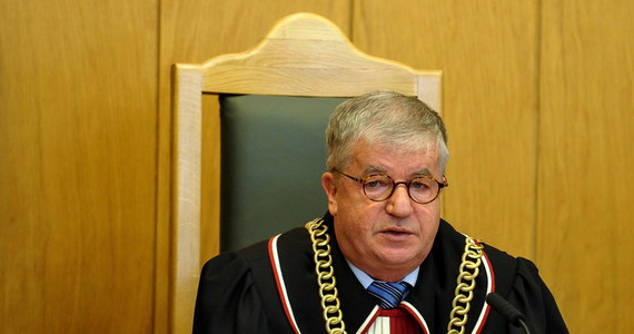 Prof. Andrzej Wróbel, który jutro kończy 65 lat, postanowił przejść w stan spoczynku. Orzekający w SN od 2004, w latach 2011-2017 zasiadający w Trybunale Konstytucyjnym sędzia odchodzi w związku z przepisami nowej ustawy o Sądzie Najwyższym.