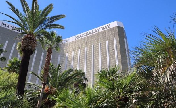 Właściciele hotelu Mandalay Bay w Las Vegas, z którego okien w październiku ubiegłego roku Stephen Paddock strzelał do ludzi, zabijając 58 osób i raniąc setki innych, pozywają ofiary tych dramatycznych wydarzeń. W sumie ponad 1000 osób. Hotel chce w ten sposób uniknąć ewentualnych pozwów o odszkodowania.
