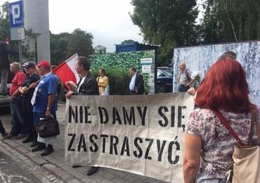 """""""Wiec na zakazanej ziemi"""". Manifestacja Obywateli RP, KOD-u i Strajku Kobiet"""