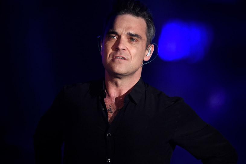 """Robbie Williams wraz z żoną Aydą Field oraz ulubieniec nastolatek, wokalista Louis Tomlinson zostali nowymi jurorami brytyjskiego """"X Factora"""". Twórcy programu na specjalnej konferencji przedstawili odświeżony skład sędziowski."""