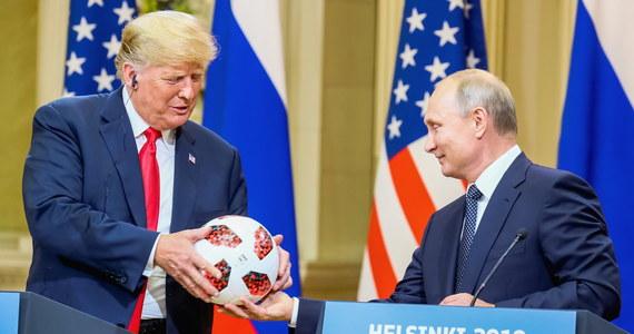 """Po spotkaniu na szczycie, a zwłaszcza niezwykłej w swej treści konferencji prasowej Putin-Trump nie ma chyba potrzeby zadawania pytania o to, kto okazał się w Helsinkach zwycięzcą, kto pokazał swoją dominację. Światowa opinia publiczna wydaje się tu w ocenach dość zgodna. Nawet jeśli założyć, że wspierają ją z jednej strony przychylne Putinowi, z drugiej niechętne Trumpowi mniej lub bardziej otwarte """"ośrodki"""" propagandy, właśnie propagandowy wydźwięk spotkania nie mógłby chyba być dla prezydenta USA gorszy. Jest jednak pytanie, które warto zadać. Czy w obliczu tego co się wydarzyło możliwy jest jakiś korzystny dla nas scenariusz, rozwój wypadków, który w istotny sposób nie naruszy polskich interesów? Myślę, że jest możliwy, nawet w paru wariantach, choć głowy za to, że się sprawdzi, oczywiście nie dam."""