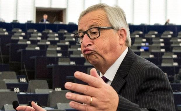 To był skurcz w nodze, a nie problemy z alkoholem. Szef Komisji Europejskiej Jean-Claude Juncker po raz pierwszy osobiście tłumaczy swoje dziwne zachowanie podczas szczytu NATO. Kamery uchwyciły jak przewodniczący Komisji zataczał się i był podtrzymywany przez kilku premierów.