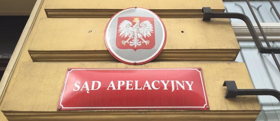 Kolejne cztery osoby usłyszały w środę zarzuty udziału w zorganizowanej grupie przestępczej, która przywłaszczała pieniądze przekazywane przez Skarb Państwa do dysponowania Sądowi Apelacyjnemu w Krakowie. Podejrzani to pracownicy krakowskiego sądu apelacyjnego.