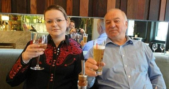 Brytyjska policja ogłosiła, że zidentyfikowano podejrzanych o przeprowadzenie ataku chemicznego na byłego agenta GRU Siergieja Skripala i jego córkę Julię. Według służb, w sprawę zamieszanych jest kilku Rosjan.