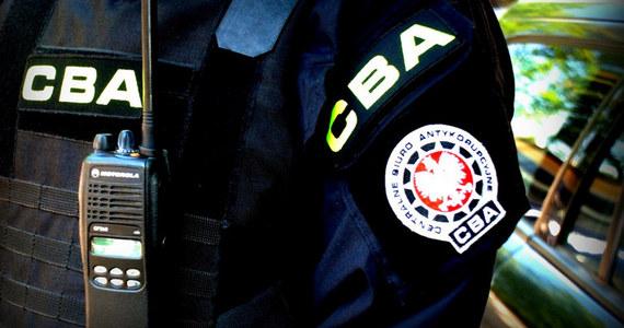 Agenci CBA w Łodzi zatrzymali dwóch urzędników - byłego dyrektora łódzkiego Zarządu Dróg i Transportu oraz naczelnika z zarządu inwestycji miejskich, którzy mieli działać na szkodę łódzkiego magistratu.