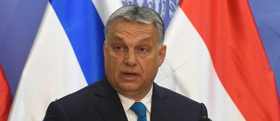 Komisja Europejska podjęła w czwartek decyzję o skierowaniu do Trybunału Sprawiedliwości UE sprawy przeciwko Węgrom za restrykcyjne przepisy antyimigracyjne, uznając, że są one sprzeczne z prawem unijnym.